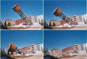 Serbatoio pensile dell'acquedotto in corso di demolizione