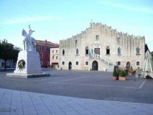 Il Municipio di Portogruaro dove è stata presentata la storia dell'acquedotto civico